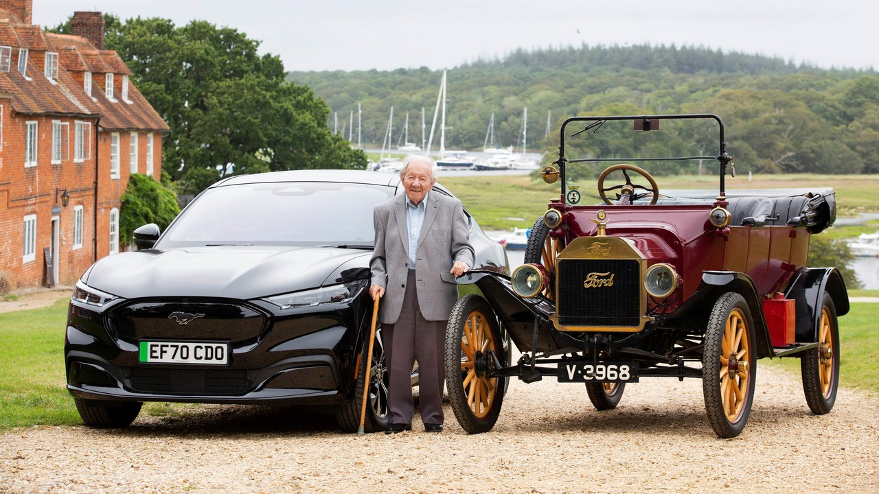 Ford Mustang Mach-E vs Ford Model T (6)