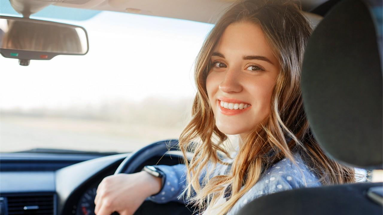 Joven Adolescente Conducir